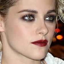 kristen stewart makeup black eyeshadow taupe eyeshadow burgundy lipstick steal her style