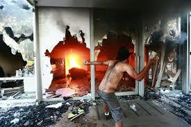 Resultado de imagem para imagem de pm do df atingidos por manifestantes dia 24 de maio 2017