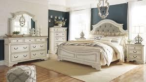 Realyn 6-Piece King Panel Bedroom Set