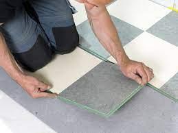 Linoleumbeläge gibt es in der regel als bahnen und platten, die vollflächig verklebt werden. Linoleum Mit Asbest So Erkennen Sie Es