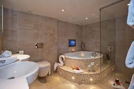 parisian suite and hot tub 10