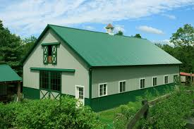 exterior house paint colors with green roof