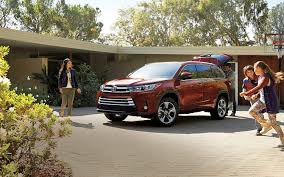 Comparison - Toyota 4Runner Limited 2017 - vs - Toyota Highlander ...
