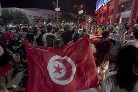 "Independent عربية on Twitter: ""من جانبه، اتهم رئيس #البرلمان_التونسي  #راشد_الغنوشي الرئيس التونسي بـ ""الانقلاب على الثورة والدستور"". وأضاف  لوكالة ""رويترز"" قائلاً: ""نحن نعتبر المؤسسات ما زالت قائمة وأنصار النهضة  والشعب التونسي سيدافعون"