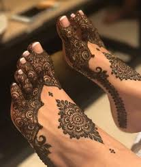 Feet Design Like This Design Too Should I Choose This Or The Thick