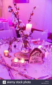 Holz Hochzeit Tischdekoration Bei Kerzenlicht Und Lila