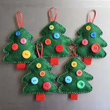 easy diy felt christmas ornaments christmas trees buttons red ribbons