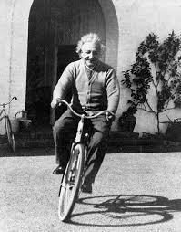 Картинки по запросу albert einstein en bicicleta