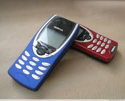 Nokia 8210 in blau - was habe ich das ...