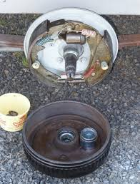 boat trailer brakes repairs these brakes shown above were serviced a new wheel cylinders installed the other internal parts repainted rustolium just a year before
