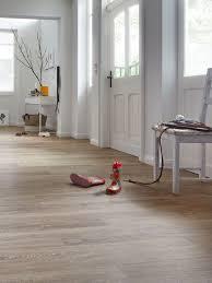 Dazu muss sie in den mietvertrag einbezogen werden. Vinylboden Im Flur Eingangsbereich Tolles Design Robust Pflegeleicht Vinylboden Wohnzimmer Boden Fliesen Wohnzimmer