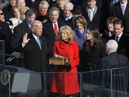 Biden, jurando su cargo como vicepresidente de Estados Unidos