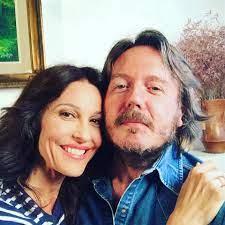 Luana Colussi negli anni '90 era sempre in tv. Lanciata da Raimondo  Vianello e Sandra Mondainida 15 anni è sparita dalla tv per fare la mamma.  Oggi ha 53 anni