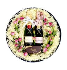 roses with twin moet chandon chagne gift box