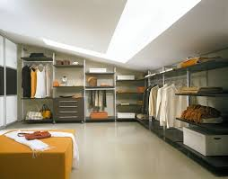 our custom closets and shelving systems are modern space solutions with which you can turn your wardrobe into a display and free up closet space in ways