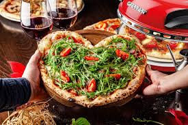 With pizza oven delizia you'll finally be able to cook the real pizza napoletana to your kitchen in just 5 minutes, season it with ingredients that you prefer, having fun to experience every day new tasty recipes. G3 Ferrari G10006 Delizia Pizza Oven 1200w In Red Amazon Co Uk Kitchen Home