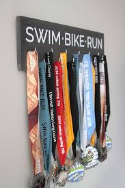 great diy way to display all your race medals this one is for triathlon medals