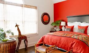 combine red with various prints patterns and textures to obtain an eclectic décor