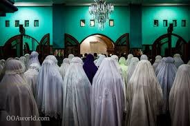 am at the mosque an aside and essay ooaworld photo muslim women morning prayer mosque ooaworld