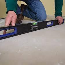 levelling the suloor prior to vinyl plank flooring installation