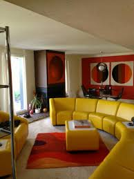 70s living room - geiles gelbes sofa
