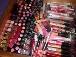 lipstick lipgloss lip liners