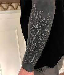 черно белые тату на руке плече предплечье спине для мужчин и