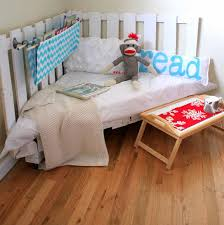 turning pallets into furniture. 3 Wooden Palette Reading Nook Turning Pallets Into Furniture M