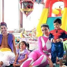Cristiano Ronaldo diventa Aladdin nella festa di compleanno dei figli