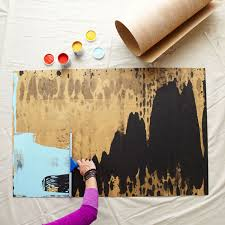 drag a squeegee to make wall art