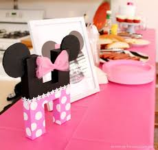 minnie mouse birthday party details on girllovesglam com