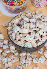 879ad820c7ce8ee06c765bccb355e196 cupcake puppy chow cake mix recipes best 25 cupcake puppy chow ideas on pinterest lemon puppy chow on birthday cake puppy chow pinterest