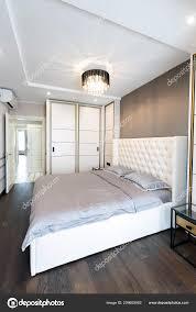 Moderne Schlafzimmer Innenraum Mit Einem Großen Bett Und Einem