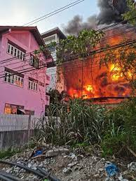 ระทึก! ไฟไหม้โรงงานซอยท่าข้าม 14 เจ้าหน้าที่ดับเพลิงรุดถึงที่เกิดเหตุแล้ว