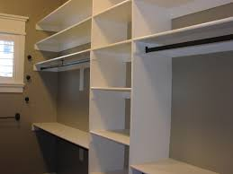 how to build walk in closet shelves