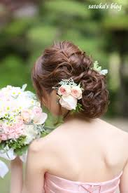 花嫁の髪型編み込みを取り入れたアレンジアップダウン花など I