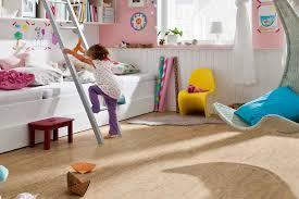 Als besonders warm und flauschig gelten teppichböden, doch eignen sie sich auch für das kinderzimmer? Der Richtige Bodenbelag Furs Kinderzimmer Livvi De
