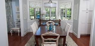 dining room with hanging chandelier