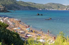 es figueral beach santa eulalia ibiza beautiful shallow waters and fine sandy beach backed by rocky terrain por amongst holidaymakers