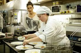 Competidores do MasterChef disputam prova no restaurante comandado por Paola  Carosella