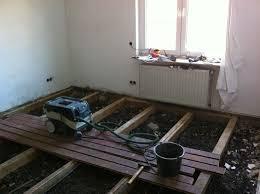 Der fussboden besteht aus einer holzbalkendecke und die balken haben einen abstand von 60 cm. Massivholzdielen Im Altbau Verlegen Bauanleitung Zum Selberbauen 1 2 Do Com Deine Heimwerker Community