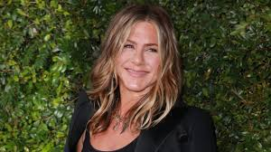 hairstylist chris mcmillan swears by this 2 pomade for jennifer aniston s frizz free waves