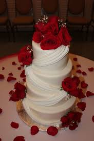 Black And White Wedding Cake With Red Roses Red Wedding Cakes