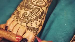 Hena Umělec Mehndi Malování Vzor Tetování Na Nohu Indické Nevěsty Na Indické Svatební Den