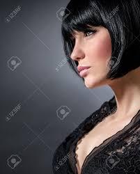 Close Up Portret Van Sexy Vrouw Met Stijlvolle Korte Kapsel Geãsoleerd Op Een Donkere Achtergrond Het Profiel Van Verleidelijke Brunette Vrouw Met