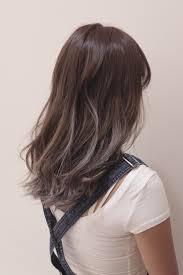 ハイライトを使った綺麗なグレー系のヘアカラーにする時の注意する大切な