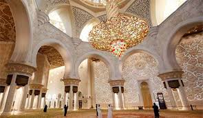 mosque is the largest chandelier in the world it was what he built and what name