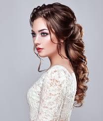 壁紙グレーの背景茶色の髪の女性髪凝視美しい髪型少女