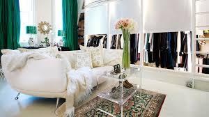 bachelorette pad decor