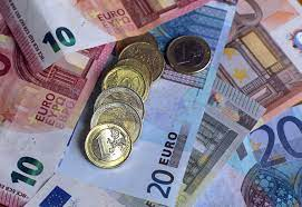 OFEED | Euro between manufacturing improvement, dollar's strength